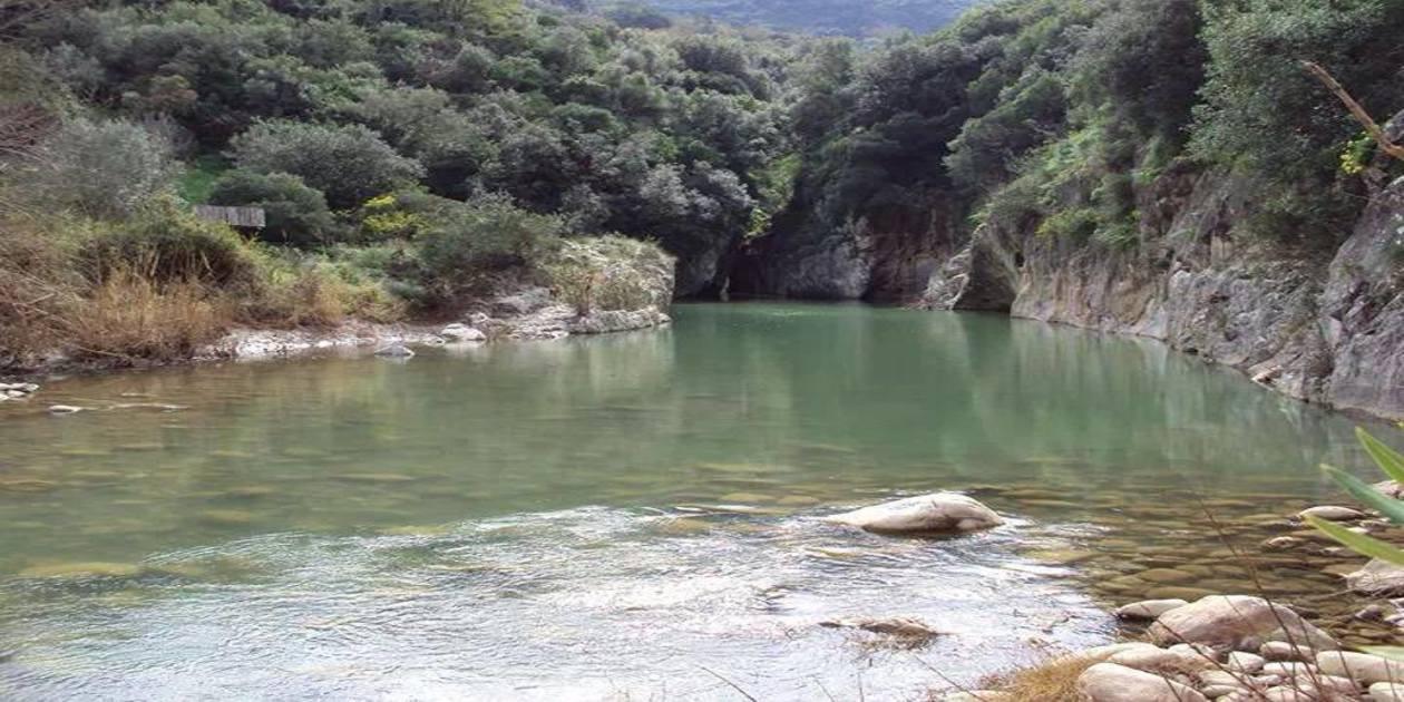 L'immagine mostra le Gole del Tiberio a San Mauro Castelverde