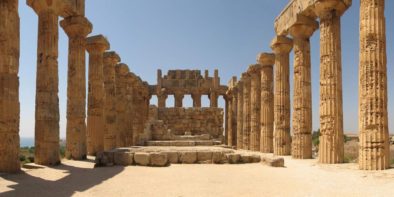 L'immagine mostra l'interno del Tempio di Era di Selinunte